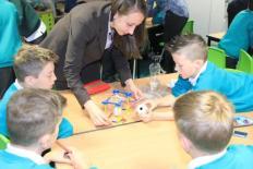 Jess Johnson, Environmental Sciences, UEA explore earthquakes and seismic activity at Mattishall Primary